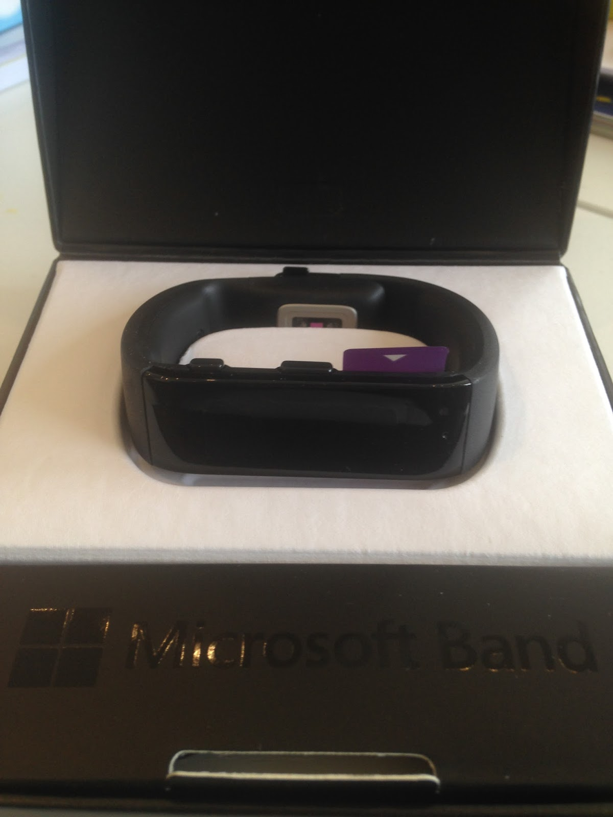 REVIEW | Microsoft Band in box | FitBits