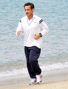 Foto de Nicolas Sarkozy trotando en la playa