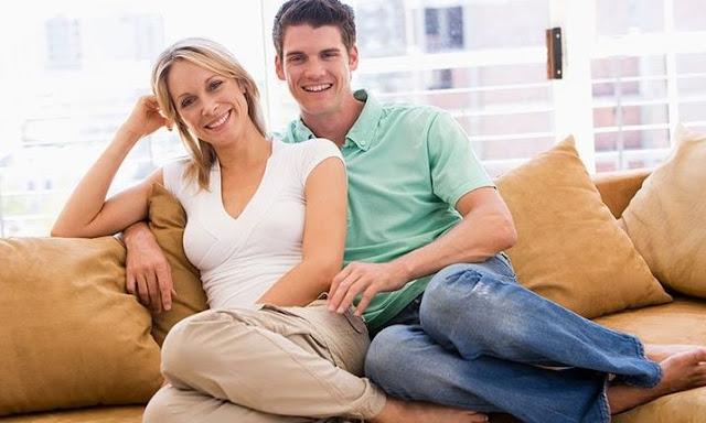 Alcuni motivi per cui le donne preferiscono uscire con uomini più giovani, secondo lo studio