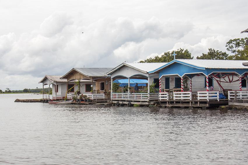 Bairro flutuante em Manaus