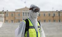 """ΕΟΔΥ: Ο κορονοϊός στην Ελλάδα """"χτυπάει"""" άτομα παραγωγικής ηλικίας"""