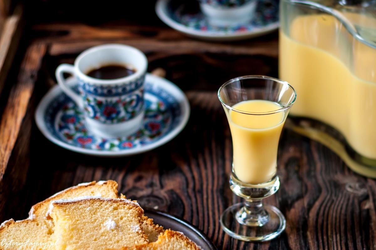 likier-jajeczny-ajerkoniak