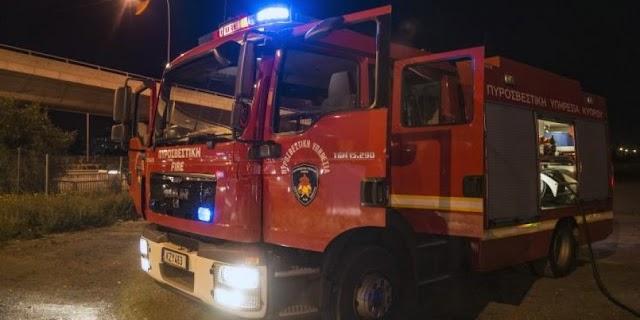 Έβαλαν φωτιά σε φορτηγό εταιρείας – Τους κατέγραψε κλειστό κύκλωμα