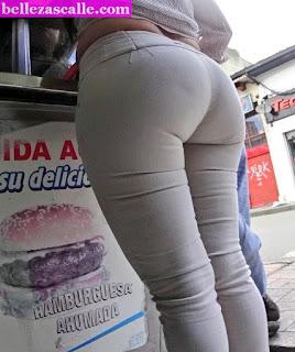 Mujeres nalgas grandes pantalones apretados calle