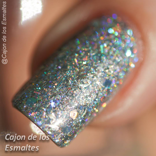 OPI - Which is witch sobre plateado