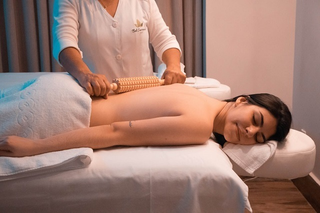 Thoughtful Gift Ideas Your Woman Will Absolutely Love: spa voucher