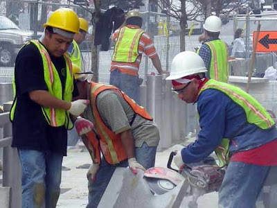 Operai messicani al lavoro in un cantiere degli Stati Uniti