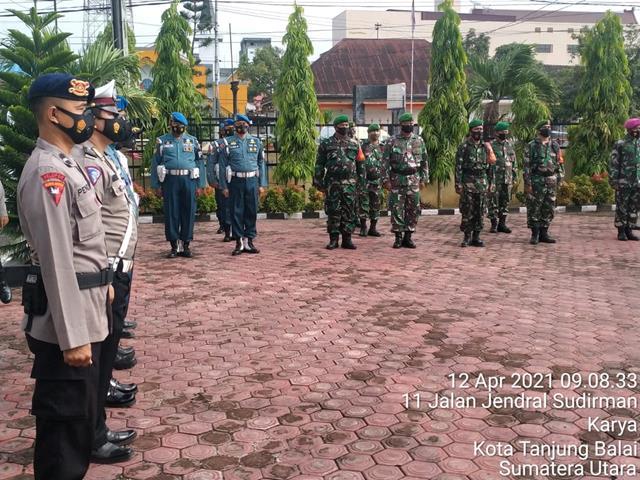 Personil Kodim 0208/Asahan Melalui Koramil 08/Pulau Buaya Hadiri Apel Gelar Pasukan Ops Keselamatan TOBA Th. 2021