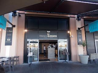 Entrée du French Burger quai des marques