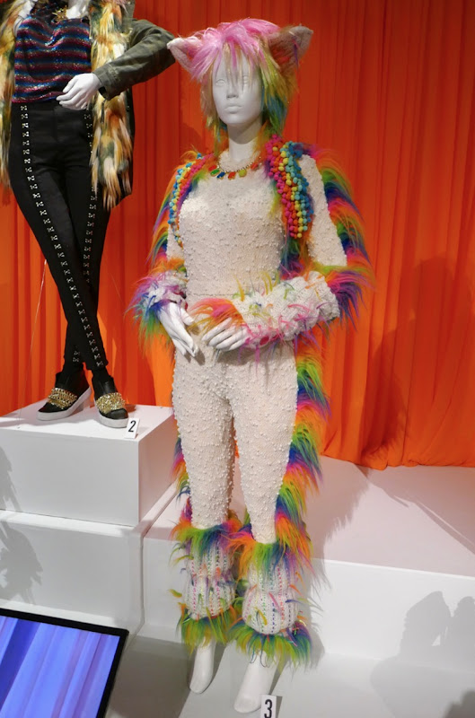 Rebekka Johnson Crazy Ex-Girlfriend rainbow Elated Cat costume