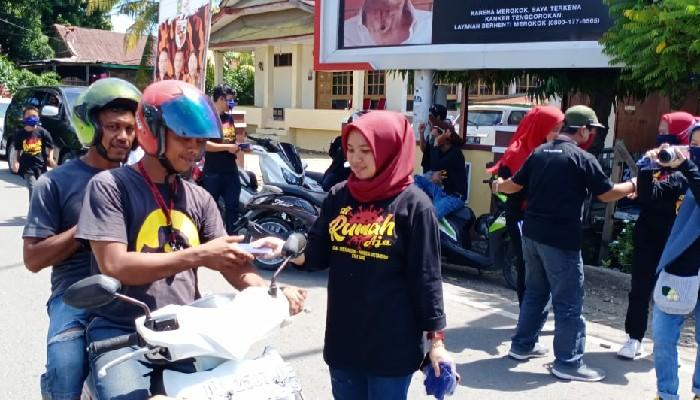 Aksi Kemanusiaan, Komunitas Warkop Tekolampe Bagikan Masker ke Warga