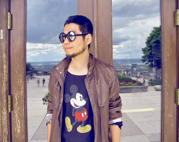 Mickey Mouse T-shirt on Mont-Royal Montreal, man with Zara olive green color raincoat and round sunglasses