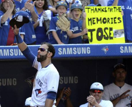VÍDEO: Toronto se despide y agradece a José Bautista