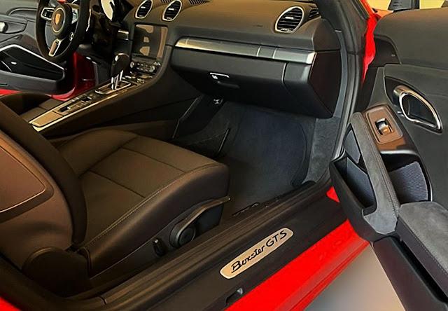porsche-718-boxter-gts-interior