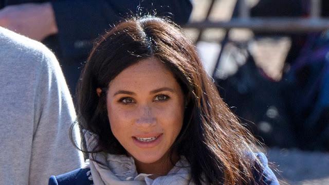 Reportan que la reina Isabel prohíbe que Meghan Markle se ponga vaqueros