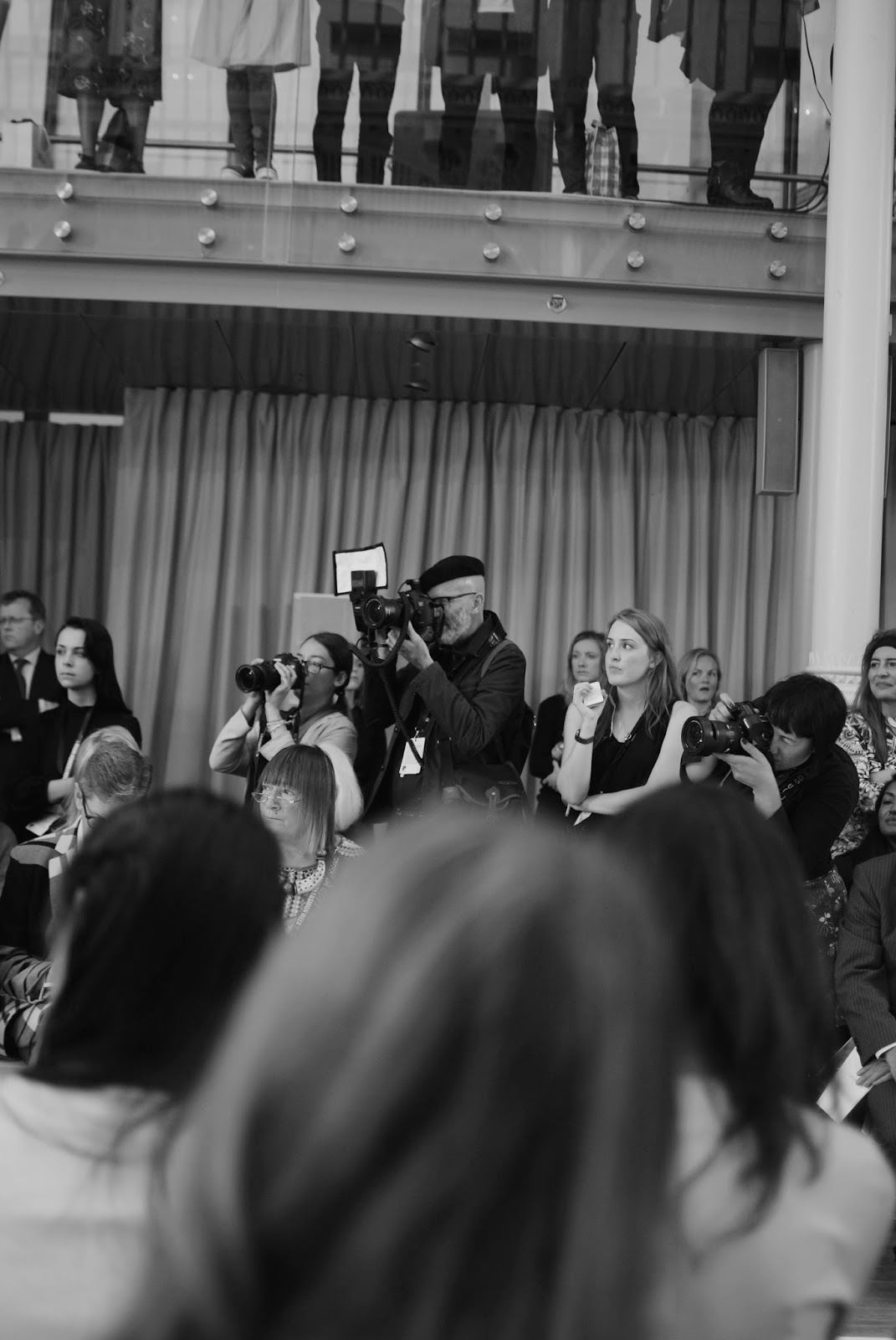 london-fashion-week-2014-lfw-DAKS-show-catwalk-spring-summer-2015-models-clothes-fashion-frow-camera-photographers