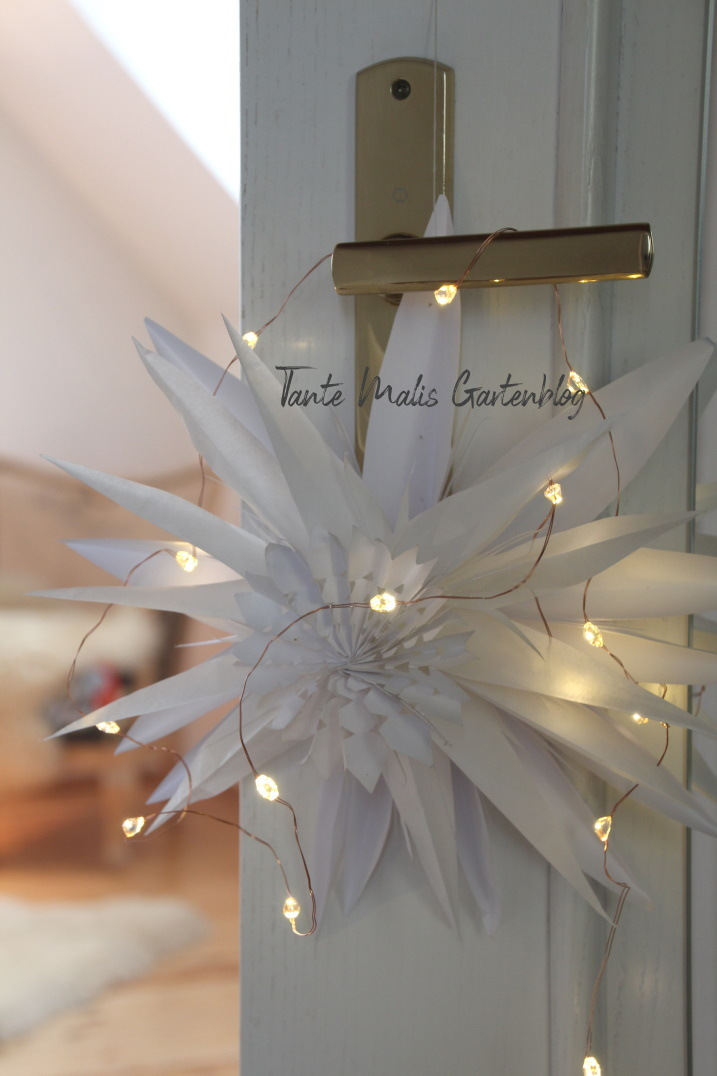 Weihnachtsdekoration mit Papierstern