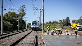 El Gobierno dice que el tren llegará a La Plata en julio