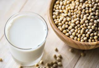 Khasiat dan manfaat susu kedelai untuk wanita hamil muda