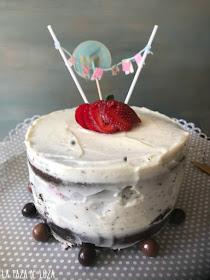 Tarta-de-cumpleaños-con-crema-Mascaropne-y-mermelada-de-frambuesa