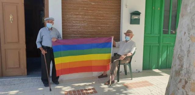 Lección de tolerancia de un pueblo en Málaga tras la retirada de la bandera LGTBI del Consistorio