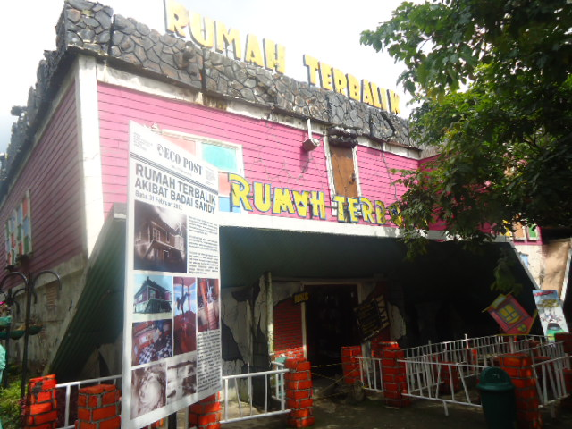 http://www.renidwiastuti.com/2018/01/perpaduan-konsep-wisata-alam-budaya.html