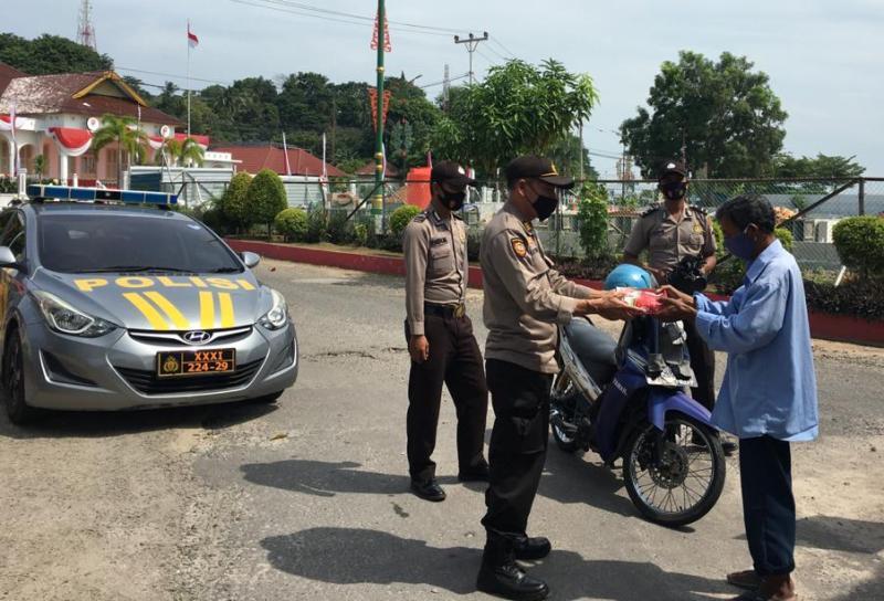 Operasi Aman Nusa II Polres Tanjungpinang bagikan Makanan Gratis Kepada Masyarakat