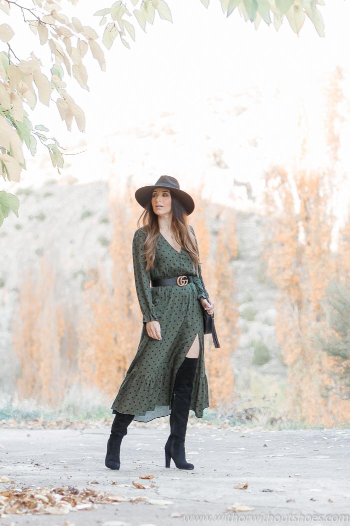 Look con Vestido midi lunares de Zara  botas altas XL cinturon Gucci y sombrero