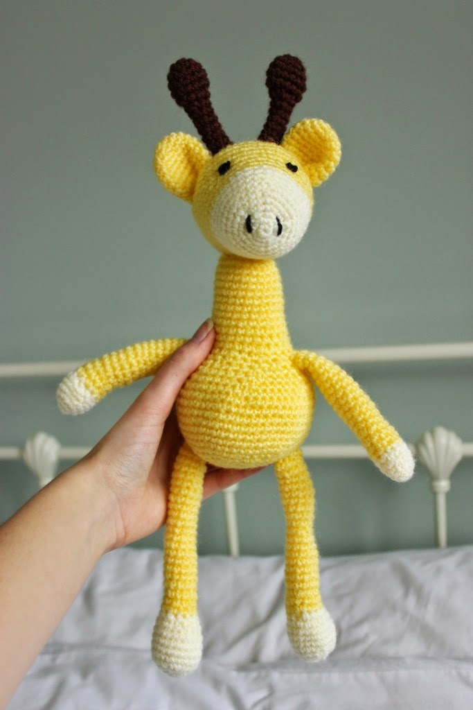 floral and feather: Finished project | A crochet giraffe