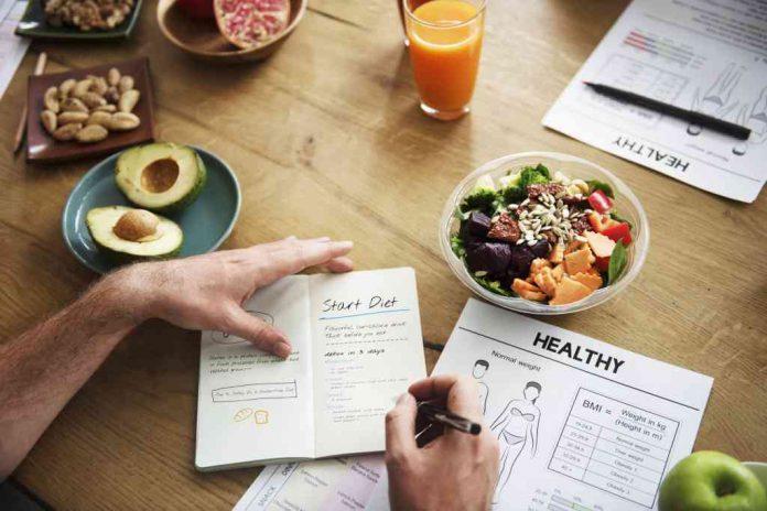 Sekeras apapun kerja keras anda mengerjakan pembatasan makanan  untuk  Cara Menurunkan Berat Badan Alami tanpa Diet yang Efektif
