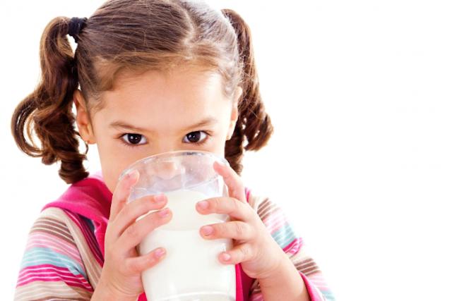 Lượng sữa cần- đủ trong một ngày cho bé 3 tuổi
