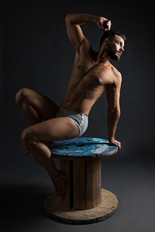 Thiago La Côrte exibe corpo escultural em ensaio sensual. Foto: Leonardo Santos