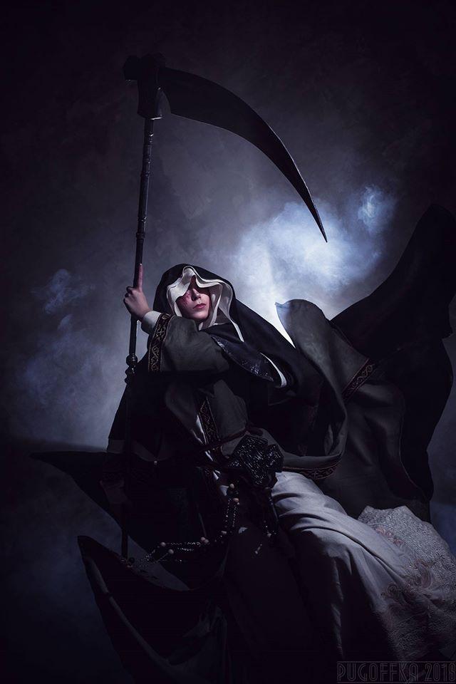 Supervisor con su cosplay de Dark Souls