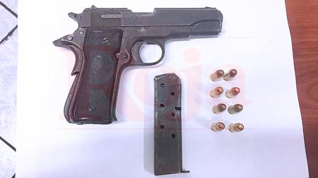 Detienen a una mujer armada durante operativo a una disco, en Playa del Carmen