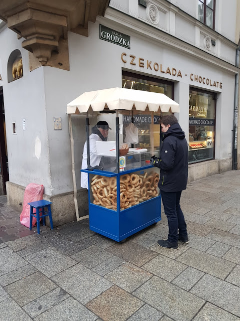 Obwarzanek-Pane tipico di Cracovia venduto per strada