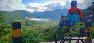 bersepeda di gunung bromo
