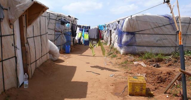 Los trabajadores sociales piden una regulación de los inmigrantes de los asentamientos