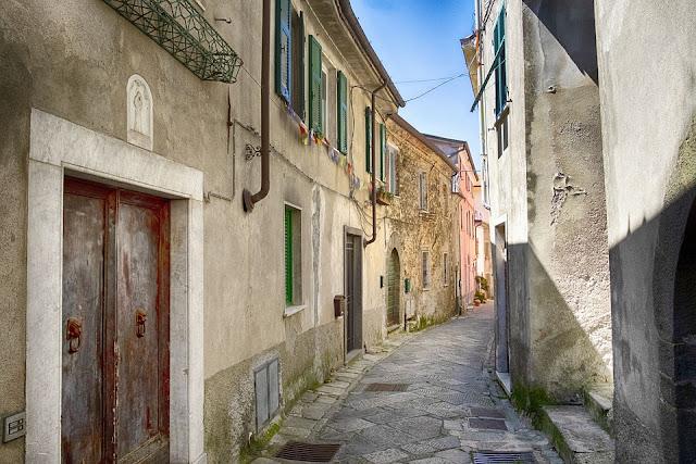 borgo antico-paese-Comune-Toscana