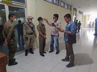 Rapat Perdana Bupati dan Wakil Bupati , POL - PP Kabupaten Batanghari Larang Wartawan Untuk Liputan
