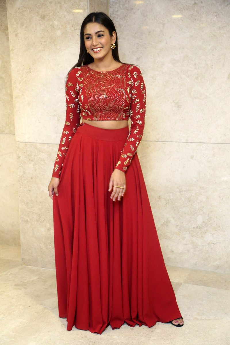 Actress SanaMaqbool Latest HD Images