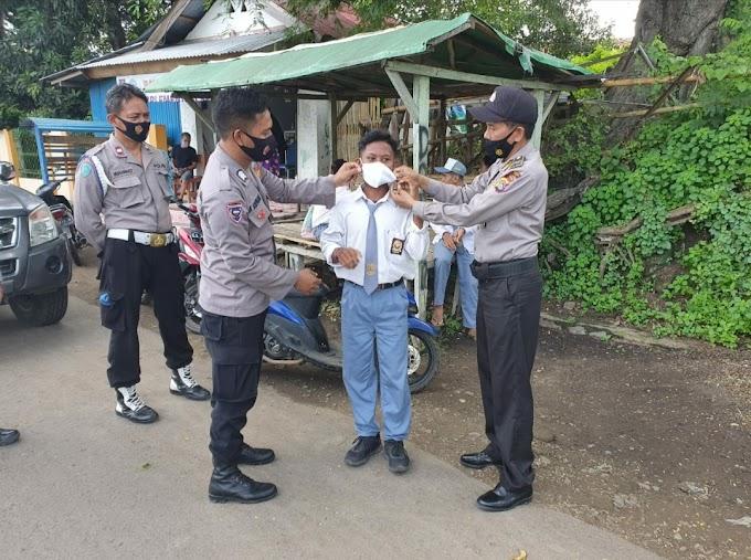 Gelar Operasi Cipkon, Polsek Dompu Jaring Siswa Bolos Dihukum Kenakan Masker