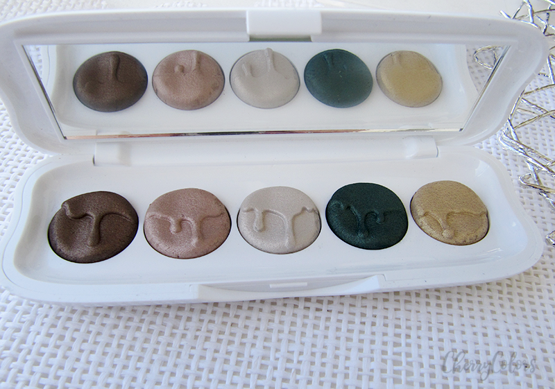ESSENCE EYESHADOW PALETTE - North pole express delivery