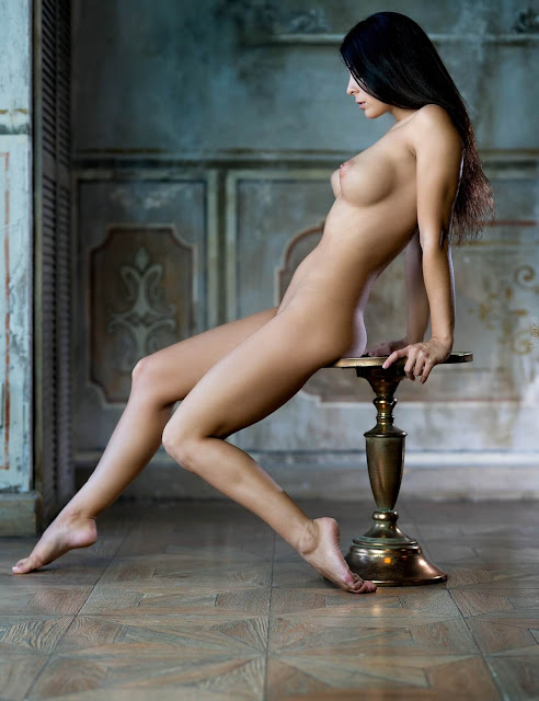 Uncensored nude art poses of attrartive woman with dark long hair and groovy perky tits pic 4