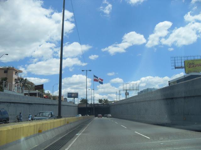 Entrando al túnel de las Américas, Santo Domingo Este