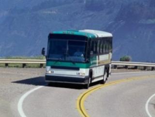 Hukum Shalat Fardhu di Atas Kendaraan Mobill atau Pesawat