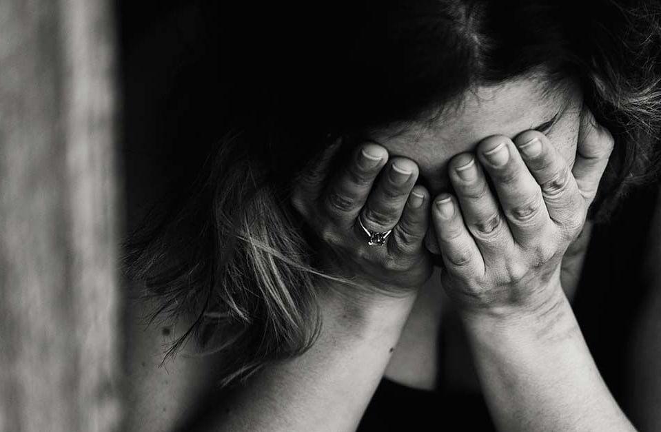 Lei cria programa Sinal Vermelho e institui crime de violência psicológica contra mulher