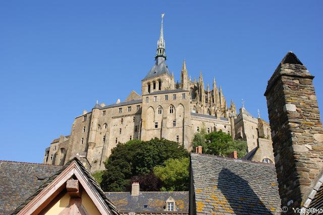 Vista dal basso dell'Abbazia di Saint Michel