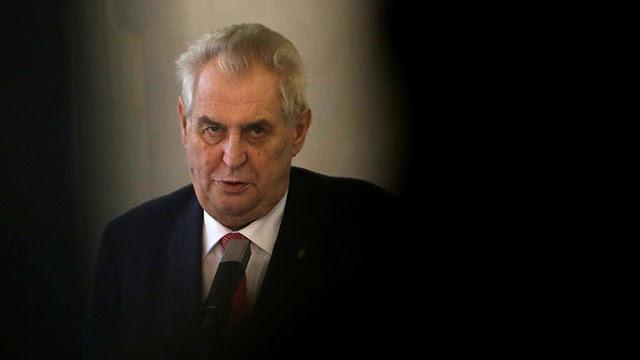 """El presidente checo revela que """"hackers"""" de EE.UU. subieron fotos pornográficas a su ordenador"""