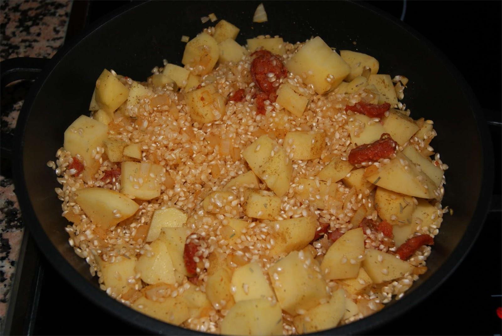 Arroz con chorizo y patatas paso 2