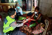 Polsek Tambelang Peduli, Membantu Wartawan Yang Sedang Sakit